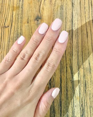 """I love absolutely it when someone else @n20nailspa takes care of my hands & nails. It puts me in my """"zone out"""" mode & that my friends, is my sweet sweet spot. ☺️ . XOXO, Melissa #hairandmakeupartist #sgbeautyblogger"""