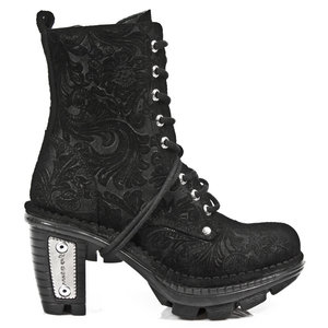 Another dream-worthy boot. -sigh-