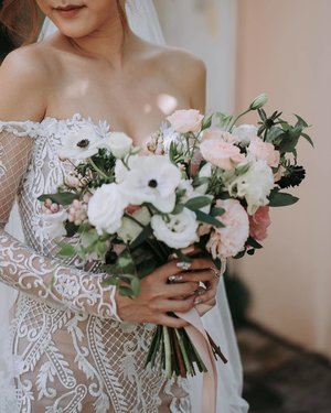 The Bouquet - All the colors for our wedding in my hands. @fleurboutique.sg created this bouquet so lovely I can't take my eyes off them. Wait till you see what they've done to our wedding venue! #BubzwedBug (📷: @joydevi)