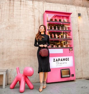 So much love for the cutest ice cream vending machine!🍦Can you believe that it is actually a door to their cafe? 😍 👗Black dress from @ezbuy.sg 📌Sign up through my link to enjoy $10 OFF! (Link in bio) #ezbuysg #lingweiixootd #clozette