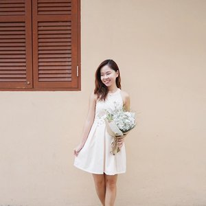 Loving this timeless piece from 3inute, which is also one of their self-manufactured dresses! You can get this at 5% discount if you quote  off all regular items. 💖 Nude shades are always the best to pair with anything, don't you agree! Thank you @floralgaragesg the simple yet lovely bouquet of babybreaths too!☺️💐 #clozette #3inute