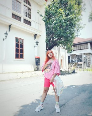 Make it pop like Neon Pink 💖 . Top: @streetstarph  Bag: @shopee_ph  Chocker: @f21philippines . . . . #ootdph #ootd #outfitoftheday #pilipinasootd #neonfashion #harajuku #hazelstylewitch #unicorn