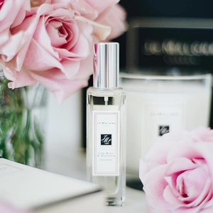 My current scent. . . #beautyblogger #beauty #marble #white #pink #flower #flatlay #flatlays #jomalone #perfume #love #blogger #sgblogger #lavender #scentsy #jomalone #parfume #clozette #love #l4l #myfatpocket #theprpeople #sginfluencer #sgbeauty