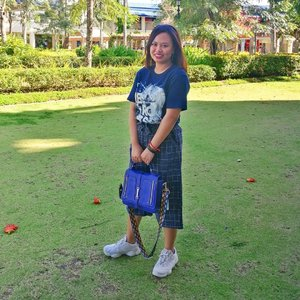 Enjoying my out of town shopping trip. 😎😍👜 . . #OOTD #fashion #FashionPH #OutfitInspo #blue #bluebag #Sneakerhead #Clozette