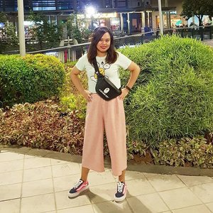 Sunkissed with some imperfections but still slayin'... sharing last night's #Outfit 😘 . . #OOTD #FashionPH #Bape #Bapebag #vansoldskool #pinkoutfit #Clozette