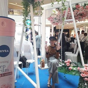 NIVEA has recently launched a NIVEA WHITENING DEEP SERUM DEODORANTS range which consisting of Sakura, Concentrated Vitamin C and Hokkaido Alba Rose.Aside to the launched of the product, NIVEA alsounveiled an EXCLUSIVE fashion collectionconsisting of bespoke@melindalooi designs created just for NIVEA and inspired by the Hokkaido Rose at the event. Thanks @mynivea for having us, doorgift full of Nivea goodies and refreshment by @define.food! 🌹❤ #mynivea #rosyconfidence #310719  #latepost #latergram #wackywednesday #midvalley #nivea #productlaunch #launchevent #beautyproduct #deodorant #instaphoto #instapic #igers #instagrammers #influencer #socialmediainfluencer #blogger #lifestyleblogger #beautyblogger #malaysianblogger #starclozetter #clozette @farahnabilahofficial @joeychua8_official @jellybean_star