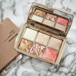 Take a moment to admire my beautiful Hourglass Holiday 2017 Limited Edition Ambient Edit Volume 3 in rose gold packaging . . #ambientedit #hourglasscosmetics #beautybloggers #bbloggers #bbloggers #clozette #cosmetic #sephora #instablogger #AmbientLighting  #hourglass #sgig #instalike #instabeauty #beautyreview #makeupjunkie #bbloggers #beautylover #instalove #sgigcosmetics #sephora #ambientglow #sephoramy  #hourglassmakeup #makeuplover #cosmeticsjunkie #highlighter #glow #beauty #rosegold