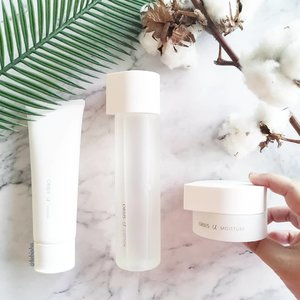 ⚪ The new minimalist and clean look of ORBIS U skincare range. Features the brand latest innovative ingredient, the Key Porin Booster, which will transform the way your skin is hydrated. Dramatically activates multiplies hydration channels, boosting moisture content not just within the cells, but across skin layers. ⬜ Powerful three-step solution to deeply moisturise all layers of skin at cellular level. Step 1: ORBIS U Wash ($30 / 120g) Step 2: ORBIS U Lotion ($45 / 180ml) Step 3: ORBIS U Moisture ($49 / 50g) Now available at all @orbis_sg stores and online. . . . #orbis #orbissg #orbisu #beauty #skincare #beautysg #sgbeauty #japanbeauty #jbeauty #sp #clozette @theprpeople