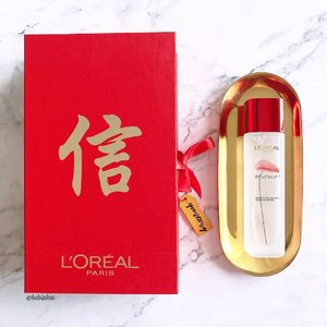 ❤️Thank you #LorealParisSG for the lovely CNY gift. ❤️Recommended by 9/10 Singaporean women, many saw results of firmer, more radiant and smoother skin just 28 days! ❤️I'm already on my second bottle! Welcome 2018 with former, crystal clear skin! . . . #LorealRevitalift #FirmerCrystalClearSkin #Lorealparis #beauty #makeup #skincare  #beautyjunkie #igbeauty #instabeauty #flatlay #sp #ad #clozette #beautycommunity #igbeauty #igmakeup #igsg #sgig #igdaily #instadaily