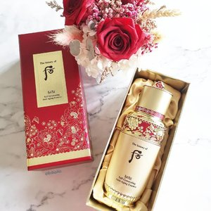 👑 2019 Bichup Self-generating Anti-aging Essence 10th Special Edition Jumbo-sized limited edition 90ml bottle exhibiting golden butterflies representing an empress' grace and beauty along with an ensemble of crystals that sit in the hearts of peonies, the King of Flowers, adding a touch of elegance in the representation of the empress' dignified authority. The 10th Special Edition (Red) sits amid champagne gold satin complete on a special edition stylized in the gold decors tracing the same designs on the very bottle itself atop of an impressive Royal Red. 🌹Retailing at S$258 each with limited qualities of 90 sets only. 🌹Available at all @whoosg counters. . . . #whoosg #historyofwhoosg #historyofwhoo #bichup #bichupselfgeneratingantiagingessence #beauty #skincare #beautysg #sgbeauty #kbeauty #koreanbeauty #gifted #clozette