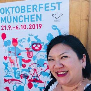 Ticked off the bucket list ~ attending the Oktoberfest in Munich! . . . Of course the experience has to be at @paulaner_braeuhaus beer tent! Lots of fun dancing💃🏻, beer🍻 & pretzel 🥨 . . . Outfit:: @krueger_dirndl Shoes:: @alegrasingapore . . . #shenwendys #travellog #travel #lifestyle #holiday #fashionista #travelblogger #yummymummy #likeaboss #travelgram #glambassador @glambassadorofficial #bloggerbabes @thebloggerbabes #workingmumsirl #clozetter #clozette @clozetteco #adventure #traveladdict #wiesn #wiesn2019 #bayern #bavaria #münchen #muenchen #oktoberfest #oktoberfest2019 #münchneroktoberfest #theresienwiese #dressedinkrüger #krügerdirndl