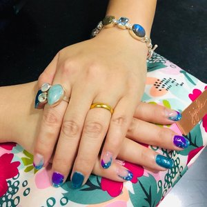 Feeling mer-mazing in my 🧜🏻♀️Mermaid inspired coloured nails by #queenofnailshonglim and new accessories I got from @ms_vintageclassics . . . #shenwendys #fashionista #fashionaddict#stylish#fashionstyle #yummymummy#likeaboss#fashionblog #instafashion #style#fblogger#fashion #accessories #beautiful#glambassador @glambassadorofficial#bloggerbabes @thebloggerbabes #workingmumsirl#clozetter#clozette @clozetteco #inspiration#beyourself#marcasitejewelry #lifestyle #handmadejewelry#marcasitesilver #unique  #beyourself #positive #accessories #mermaidnails #