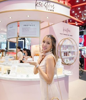 Cutest @ksisters.sg beauty cafe pop up that you won't be able to miss at @tangssg 😍❤️ Congrats unnie @jungmin.lee 😘 this is the perfect cafe for all K Beauty lovers!  Hop on down to visit the cafe till tmr, 28 Nov 19 for exclusive discounts like 15% off the skincare bundles & 10% off their a la carte items too! You can also redeem a goodie bag with min. $200 spent! ❤️ Best time to stock up on your skincare stash 🤩 • • • • • 📷: @audt  #kbeauty #iwokeuplikethis #ksisterssg #beautycafe #popup #skincare #koreanbeautyproduct
