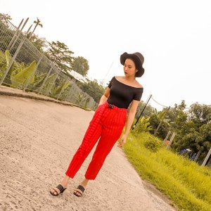 See any spot light at this photo? Yes it's red pants from @berrybenka. Oya, produk @berrybenka skrg bisa kalian beli di BliBli juga loh ✨ Pake link ini ya : https://www.blibli.com/jual/berrybenka?page=1&start=0&searchTerm=Berrybenka&intent=true&merchantSearch=true&customUrl= . #MeandBerrybenka #jleesupportlocalbrand #clozette #shoxsquad . . . . . #positivevibes #goodvibes #love#lookbook #ootd #holiday#staycation #travelling#travelphotography #style#fashiondesigner#fashionstylistindonesia#fashionblogger #fashionista#fashionstylist #travelblogger#traveller #lifestyleblogger #jakarta#indonesia #indonesianblogger#blogger #summer #photography#photooftheday