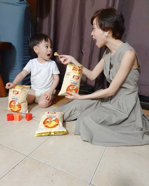 3pm is snack time for the #GAVINator & I!!! 🕒🥚🥔🧂 Switch up your snacks with something new. Bring the flavor up a notch with Lay's Salted Egg. 🥚🥔🧂 Check out this NEW flavor that's exclusive in 7-11 only. 😉  #LaysBringTheFlavor #FritolayPhilippines 👑