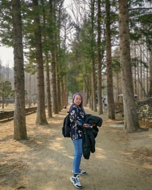 Everywhere is so beautiful at Nami Island, South Korea. Anyhow take also nice with the @huaweimobilesg Mate 20 Pro.  #michhysauroustravelogue #michhysaurousgoestoseoul #ootd #michowfit #purplehair #purplehairdontcare #clozette #namiisland #namiislandkorea #visitkorea #nature #spring #love