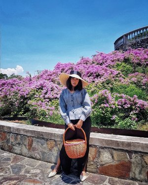 Carry sandwiches in a birkin-esque wicker basket and throw on a hat with this puff sleeve blouse from @seoulsuitcase for a chic picnic 👒💐 . Find out more on the link in bio. . #seoulsuitcase #seoulsuitcasesg #wickerbasket #birkinbasket #bougainvillea #flowerpower🌸 #palladiosg #palladiobeauty #lookbook #clozette #starclozetter #truevintageootd #ootdsg #ootd #ootdgals #dametraveler #fashiondiary #ontheblog