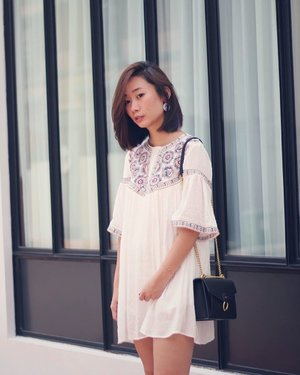 Standing by the roadside asking my mum to just keep pressing the shutter button. x #axdelwenthreads #clozette #lookbooksg #ootdsg #lookbookasia #ootdmagazine #lotd #igers #vscocamsg #streetfashion #sgigstyle #fashionigers #vscocamsg #igsg #chictopia #stylesg #igersingapore #stylexstyle #vscosg #lookbooknu #fashiondiaries #weheartit #fblogger #styleblogger #streetstyle #sgstreetstyleawards #throwback #stylesearch 📷: 妈 ❤️
