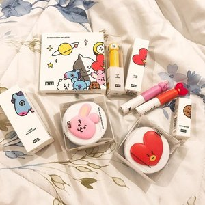 Finally uploaded a new post on the blog after 125374849 years!!! 🙈 we're unboxing and reviewing our cutest haul yet — BT21 X VT Cosmetics. 💜 Link in bio! && hopefully we can write more blog posts this year 🙏😌 . . . . #bts #bt21 #vtcosmetics #bt21xvtcosmetics #makeuphaul #makeupunboxing #makeupreview #mang #shooky #chimmy #tata #cooky #kbeauty #bblogger #bbloggerph #clozette #koya #rj #clozetteco