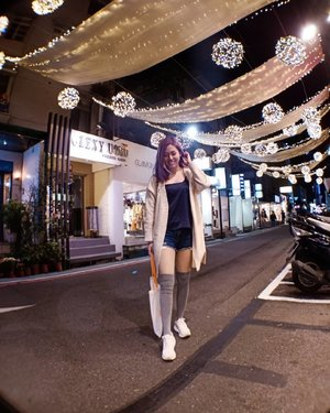 Late night shopping with the boy before our stomachs exploded at Raohe Night Market 🤭 (📸: @keegancys) . . . . . #exploretaiwan #clozette #ootd #lookbooksg #lookbook #outfitinspo #wiwtsg #oo7d #ootdwatch #igaddict #igers #instadaily #sgvsco #fashiongram #makeportraits #makingportraits #featuremeofh #portraitmood #pursuitofportraits #peopleinframe #aboutalook #sgfashionistas #fashiondiaries #peoplescreative #visualsoflife