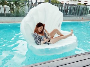 Score yourself this giant Seashell float AND a 2D1N staycay at @studiomhotel to flaunt it this month! 1. Follow @studiomhotel and @letsfloatsg 2. Take a selfie with their floats installation (outside the Gym on level 2) 3. Tag #studiomxletsfloatsg and tell them with you should win the staycation! Make sure your account is public yeahhh Contest ends 30th August 2019, good luck! 🎉 . . . . . #clozette #ootdsg #stylexstyle #lookbooksg #outfitoftheday #outfitinspiration #oo7d #igaddict #igers #instadaily #outfittoday #sgfashionistas  #FashionAddict #fashiondiaries #ootdfashion #ootdsocialclub #sgfashion #sginstagram #peoplescreative #visualsoflife #exploresingapore #landofinspo @sgcontest #sgcontest #sggiveaway