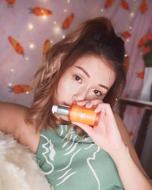 Say hi to the new addition to my skincare routine!! 🥕✨ Bonus points because it's super lightweight and gets absorbed easily into my oily skinnnnn! I really can't use creamy or heavy skincare so if you're like me, this is suitable for you tooooooo >>> Swipe for a close up of the serum and my seriously cute blanket 😆😆 . The newly launched @Aprilskin_sg Real Carrot Serum has 5 stars reviews online and is perfect if you have any one of the problems below! 💯💯 (I have the first 3, boooo) ‼️Bumpy Skin ‼️Dull and Dry Skin ‼️Blemished Skin ‼️Sensitive Skin ‼️Flushed Skin ‼️Excessively Oily Skin . . . . . #clozette #aprilskin_sg #aprilskin #skincare #igaddict #igers #instadaily #outfittoday #sgfashionistas #portraitmood #skincaresg #sgbeauty #beautyaddict #beautydiaries #motd #sgbeauty #sgbeautyblogger