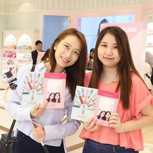 Meet new friend @kimberlyyongg_ during Etude House Pre-launch Preview❤ She is just so pretty and friendly hehe! Have a great shopping time with her♡ Hope to catch up with you soon Kimberly !👭💕 Photo credit: @etudehousemalaysia #EtudeHouseMalaysia #throwback #clozette