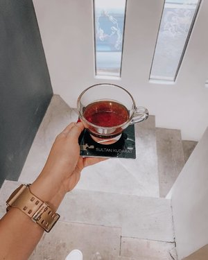 Because this day deserves a cup of specialty coffee ☕️ I'm not an expert when it comes to coffee (yes, that's true). But I love exploring and trying out different kinds of it. Beans were made/sourced here in the Philippines 🇵🇭☕️ And it has a strong fruity taste. So just like wine, you have to do few sips at a time only ☺️👌🏻 • • • can someone help me out and explain this? haha! ☺️