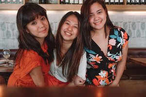 Sometimes we think we need to have our own assistants to manage our calendars. 🤣 Our schedules are too tight that it took us months to have this dream lunch date come true! HAHAHA! • P.S. I was still with my laptop working while with these two 👩🏻💻🤦🏻♀️ • I missed these ladies! Until our next chismis date! 🤣🤩💥