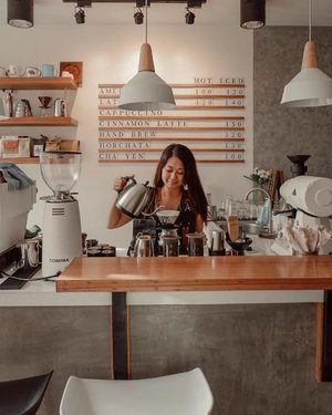 Currently brewing. 😎 Can I get your order? ☺️☕️ 📸: @leo29nav • • • Anyone up for a coffee with me tomorrow? Join me at SM Makati around 4:30pm for @lovebeautyandplanet_ph 's hub launch! Will be giving away my presets for free too! 🥰
