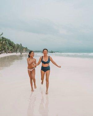 """Me in this photo: """"Brianna, takbo na. Andyan na naman ang bagyo!"""" VS  Me when at home: """"Umuulan naaa! Yung mga sinampay ko!"""" HAHAHAHAHA!! 🤣🤣🤣 • • Ooh! This life of being a Mom of a growing kid - fun, but also challenging at the same time. And I'm loving it! 💕"""