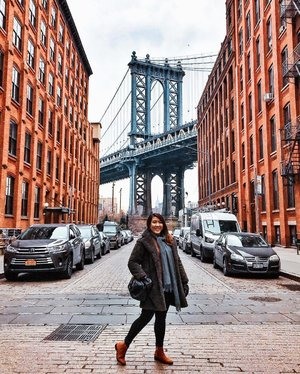 🇺🇸 DUMBO, Brooklyn, New York 🇺🇸 • These streets will make you feel brand new •