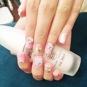 My 2nd Nail Art from #nailculture !!! Pastel ombre + lots of bling!!! @joelle0723 is such a talent manicurist. She always know what I love!! I can't wait for my CNY nails!!! I also blogged about the experience about this Nail sponsors of mine. Quote 🎀 Miyo55 🎀 for mani + pedi + spa ritual treatment. Call 6836 3303 for appointment. Just in time for CNY!!! ✌  #nailstagram #nailart #nail #beautychat #gyarunail #nail #vscobeauty #clozette #sgig #singaporeinsiders #singapore #igbeauty #beautysg #bbloggers #sgblogclub #kawaii #可愛い #pastel