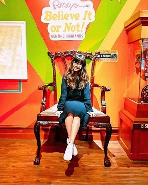 Just lil ol' me on a big ass chair at Ripley's Believe or Not. And obviously my favourite display was the Good Luck Buddha so you would have seen me rubbing his tummy and ingot fervently hoping it will bring me loadsa good luck and HUAT in 2019! #HUATAH  P.s swipe RIGHT for bonus photos! 😁😊 #clozette