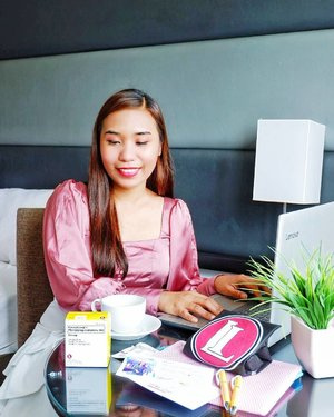 As a nurse and content creator, maintaining my health is a top riority, especially due to my line of work and the unpredictable weather we experience. Often times, I easily get colds and the flu whenever I'm stressed and have lack of sleep.  Good thing I discovered @sinuzip_ph that provides me a quick relief from those symptoms.  #HeroInACup 📷: @kingphilsoch
