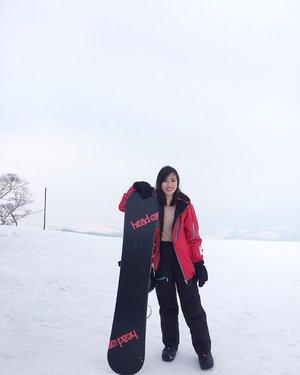Ang HIRAFU magsnowboard 🤪 #Hirafu #Niseko #Snowboard #PowderSnow #Japan #clozette 📸: @ara_bactat :)