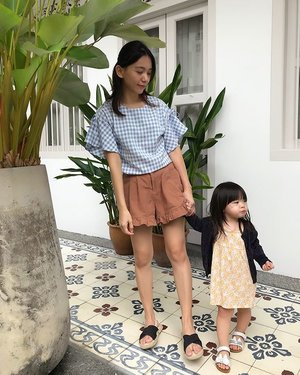 Let me love you little more before you're not little anymore .... 😘👧🏻 📱: @vmanleesy  #2y3m #babygirl #yuehtong #mummydaughtertime #motherdaughter #clozette #family #instahusband