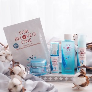 {#paperkittiesgiveaway} Introducing yet another array of star products today, it's @forbelovedone Hyaluronic Acid GHK-Cu Moisturizing range! Basically this range will hydrate the heck out of your skin, without all that icky greasy thick mess. Top it up with GHK-Cu to increase collagen production and there we have it, the perfect solution for firm, plump and bouncy skin! I especially appreciate the bio-cellulose mask during my laser treatment days, it's super comforting and nourishing on my tender skin! . Today, however, I will be giving away my utmost favorite of the lot, FBO Hyaluronic Acid GHK-Cu Moisturizing Serum, to two lucky winners! This serum glides smoothly and sinks in quickly to provide immediate hydration, all while protecting your skin against external pollutants. I find it extremely handy during my recent trip to HKG and my skin definitely glow. All you go to do is: 1. Follow @paperkitties and @forbelovedone  2. Like this post 3. Comment on your best hydration tip and tag 2 friends Giveaway will end 18 May, 2359. Good luck! x . #clozette #sephorasg #sephora #forbelovedone
