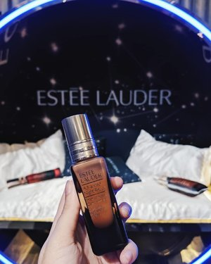 Fans of @EsteeLauder's ANR, this is for you... the Intense Reset Concentrate is a post serum (you can use it after any serum, before moisturizer) that resets irritated skin within an hour and restore clarity in 3 days. Sounds too good to be true? I put it to a test immd after receiving it at #sephorasgpressday as my skin was breaking out from a cleansing oil gone wrong 😢 On first impression, the concentrate feels slightly richer than ANR, but not overly sticky. After two nights of usage, the redness from my blemishes are gone (with no changes to my original skincare) leaving a slight bump at the moment - which is amazing! Will continue to monitor so stay tuned! x . #clozette #esteelaudersg #esteelauder #elcinsiders #sephorasg #sephora #sgbeautyfeels #bbbysephorasg19 #sgbeauty