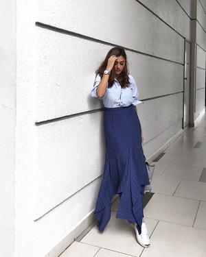 Pairing basic tops just got easier with @styletheorysg's infinite wardrobe 🙆🏽♀️ #styletheorysg #womenofstyletheory