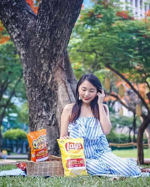 If there's one bag of chips I can't resist on munching, it's always @laysphilippines 🥔 Besides, picnics are more fun with it too. #LaysSnackOverload  And here's the catch! You can exchange any 2 emptied stickered Fritolay bags of Lays, Cheetos or Doritos for another snack from @krispykremeph @yellowcabpizza or @maxschicken until June 30, 2019. Should you want to know more about this exciting promo, visit Lays Philippines' Facebook page.☺️ (c) @mjiddaro