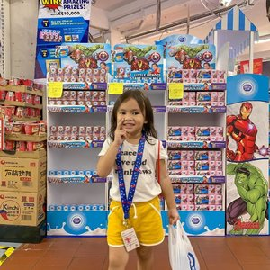 The Avengers Endgame Fever continues with @dutchladysg roadshow!! . You can now try your luck at the claw machine found at selected supermarkets! With every $8 spend on any Dutch Lady products, you'd score yourself sure-win prizes like grocery vouchers, Avengers drawstring bags & keychains and Dutch Lady products for everyone in the family! . Here's your very last chance to win your funko keychains at this roadshow today:  Sheng Siong Tanglin Halt (28 April) . Happy playing and good luck! . #dutchladysg #avengers