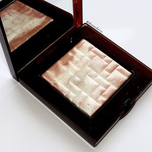 🌷#PinkGlow by #BobbiBrown Used this once sometime last week and my first impression was, a bit to chunky glitter for my taste. I was expecting more of a becca texture wise. But, I will persevere! #clozette #beauty