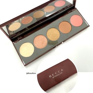 🎤 Isn't she pretty... Isn't she wonderful? Exactly how I feel about this beauty. 😍 The #Becca #Afterglow palette is exactly what I love, variety without breaking the bank 👍My pressed shimmering skin perfector collection is now complete! #Beccacosmetics #beautylish #clozette #beauty