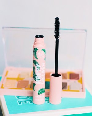 September is Beauty month at Clozette so I'm sharing with you one of my current fave beauty product! Been using #HappyGoLash mascara of @thebodyshopph for months now. I adore the millenial pink packaging. It goes on well, doesn't get clumpy and volumizes my lashes very well! 💓 How about you? What make-up products are your beauty heroes? Check out @clozetteco's beauty heroes now to see and discover a curation of #TeamClozette's top beauty picks based on testing and experience. Also, have you joined the Clozette Beauty Heroes 2019 giveaway already? If not, just go to this link to know the mechanics! 👉🏼 bit.ly/2ktFYCw  #clozette 💁🏻‍♀️💕