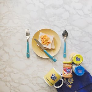 Breakfast is served! 💙 Oh diba, on the next few years, bento box for kids na makikita nyo sa feed ko. 😂🤗🤱🏻 Thank you @cheezwhizph! Always been my fave cheese spread ever since. 🧀🍞 Love the Pimiento flavor, how about you! What's your fave #CheezWhiz flavor? 😋🧡 #CheezWhizStartStrong