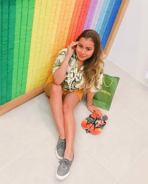 @havaianasphilippines just re-opened their SM Calamba branch with a brand new store interior! Congratulations! 💕🎉🌈 How do you like my #wonderwoman slippers? It's so cute! Best represents all amazing women! 😍🥰💛 #LetsSummer #Havaianas #HavaianasPH