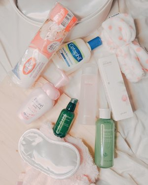 Before I'll try new skincare products, thought I should share the products that I've been using for the past few months. I don't really do a skincare routine religiously bcos I don't have the time. #momlife 💁🏻‍♀️🙃 • • •I just wash off my make-up using @bioreph facial foam 2-in-1 make-up remover and cleanser, then @cetaphilph, quick toner using either @goodal_official or the #innisfree. Finishing with @innisfreephilippines green tea serum. 🌾🌿 • • •Idk but my skin looks better during my pregnancy and until now even if I already gave birth. I've been booking a rejuvenite facial session too with @myflawless every month. 💓 Well, I'm so glad these products works for me. Skincare is all about trial and error tho. So just because it works for others, it'll work with my skin type! • • • Comment your skincare products that works for you! I would like to know about it. 💓😘 Keep safe and dry! Happy weekend.