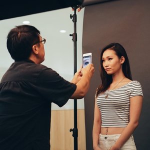 Spent this afternoon with world-renowned celebrity photographer Russel Wong to capture our portraits - on the OPPO N3 - the world's first smartphone with a fully-automated swivel camera. 📷 Russel is known for his minimalist portraits of famous personalities including Jackie Chan, Robert Downey Jr., Zhang Ziyi and Tom Cruise, so imagine my honor to be shot by him!  The photos taken will be displayed at the public exhibit on June 6th at #OPPO Singapore's flagship store at Suntec T3 so I'm super excited!  Huge shoutout and thank you to @mykemotus and #Clozette for the invite! #ClozetteSG #ClozetteAmbassador
