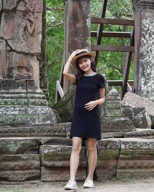 Walk > Eat. This is my life in #SiemReap! 👗 Sports Rim Tee Dress from @anticlockwisesg #maybelineootd